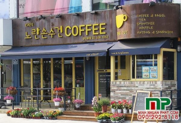 bang-hieu-quan-cafe-dep-tai-tphcm