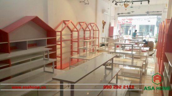 Khu vực trưng bày sáng tạo, thu hút tại shop thời trang Rose Kids
